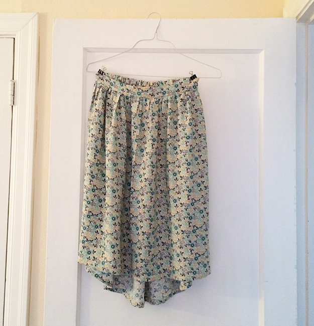 bluefloralskirt